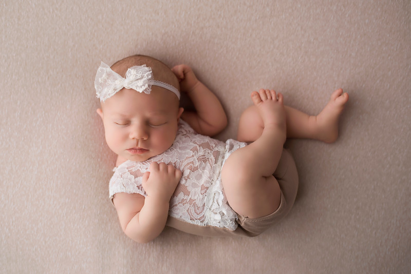 ELA_6119Willow newborn posing.jpg