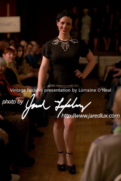 vintage_fashion_show_09_f3050632.jpg