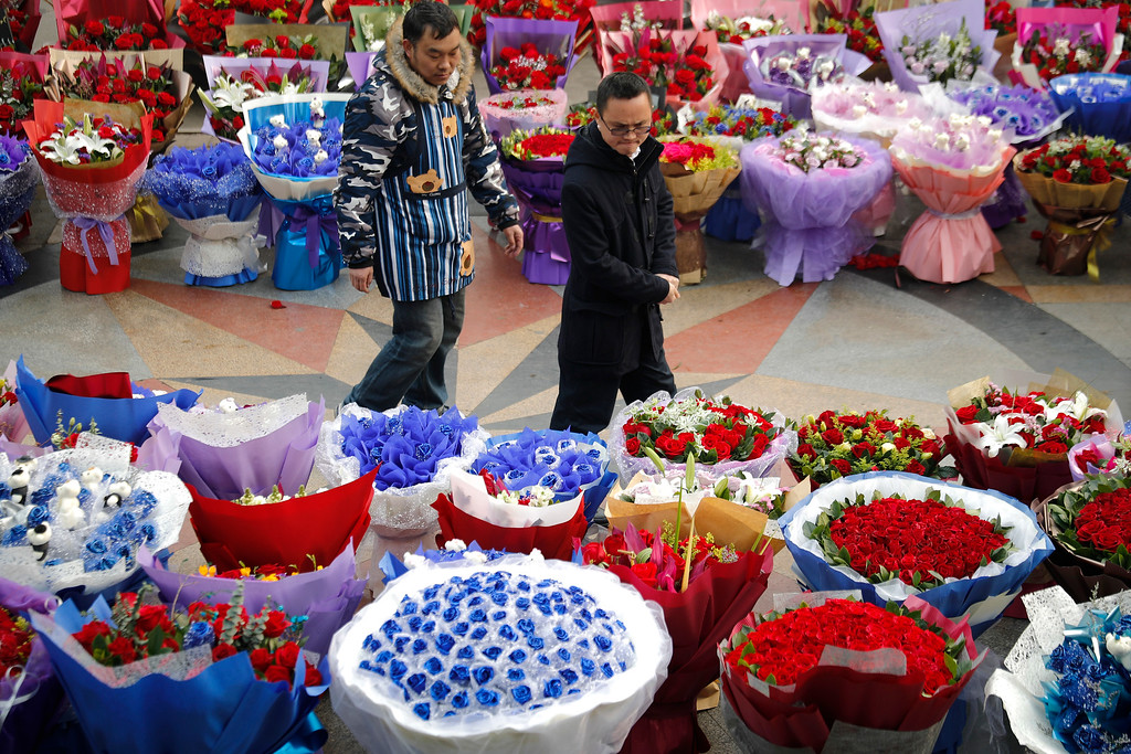 . A man chooses Valentine\'s Day roses for sale at a flower market in Beijing, Tuesday, Feb. 14, 2017.  Valentine\'s Day is not a tradition in China but is becoming increasingly popular as Chinese adopt Western customs, encouraged by retailers who see them as a way of boosting sales. (AP Photo/Andy Wong)