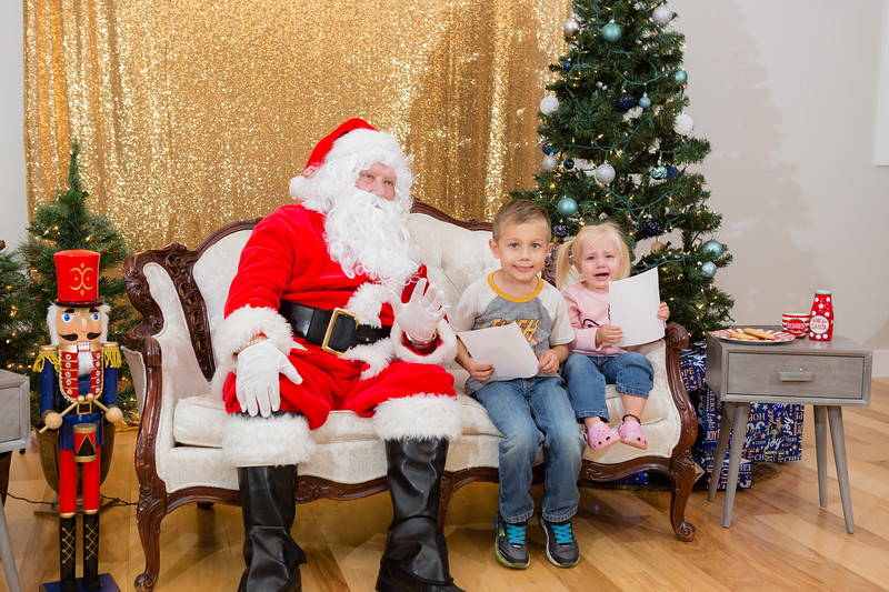 FADS Picture with Santa-287.jpg