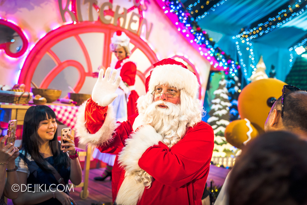 Universal Studios Singapore December Park Update - Santa's All Star Christmas 2016 / Santa's Village - Santa claus arrives