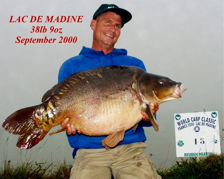 WCC00-winners-6 - Paul Watts holding carp