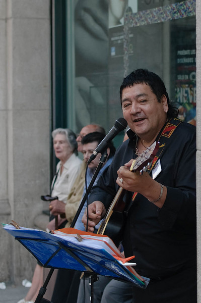 Dieser Musiker spielte in der Fußgängerzone.