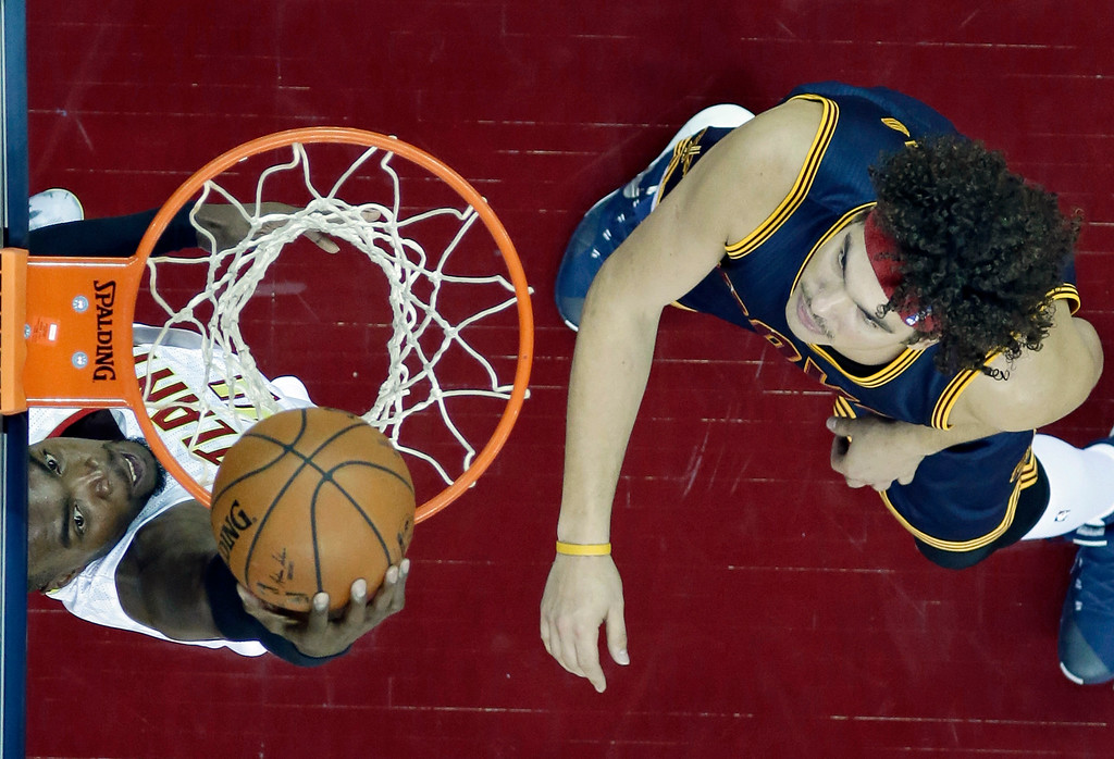 . Atlanta Hawks\' Paul Millsap, left, drives to the basket against Cleveland Cavaliers\' Anderson Varejao, from Brazil, in the first half of an NBA basketball game Saturday, Nov. 21, 2015, in Cleveland. (AP Photo/Tony Dejak)