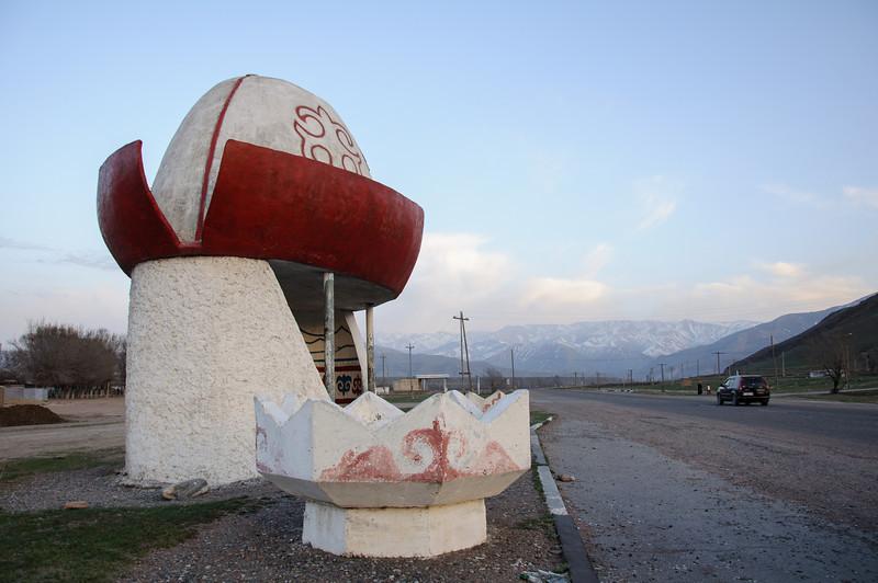 Kyrgyzstán   Zastávka klobouček