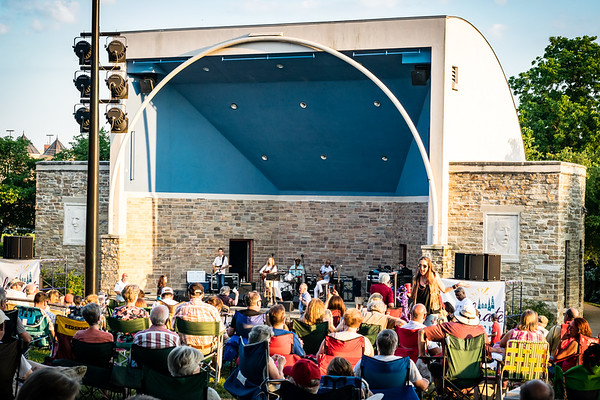 Summer Concert Series - Mary Ann Redmond with Scott Ambuth