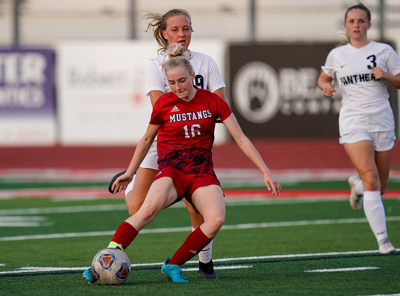 CCHS-vsoccer-pineview1546.jpg