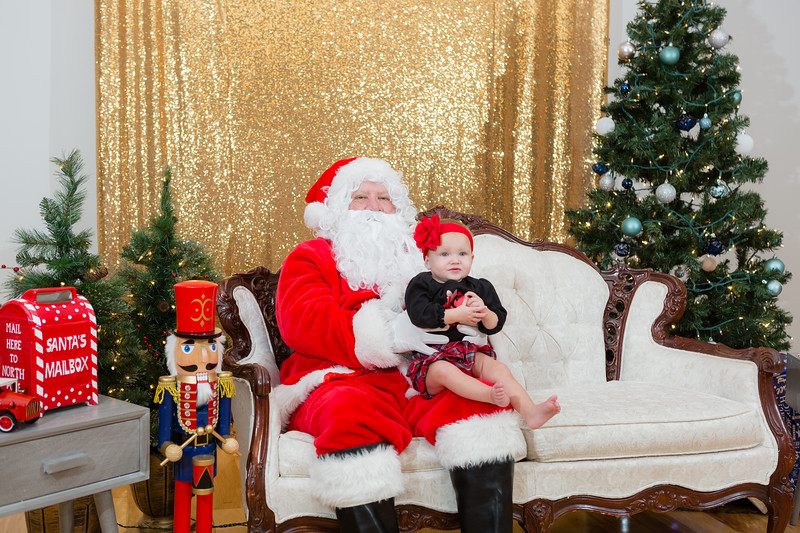 FADS Picture with Santa-333.jpg
