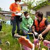 Midiendo niveles de radiación en Fukushima en junio de 2011