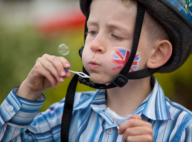 blowing bubbles for the royal wedding_5671663739_o.jpg