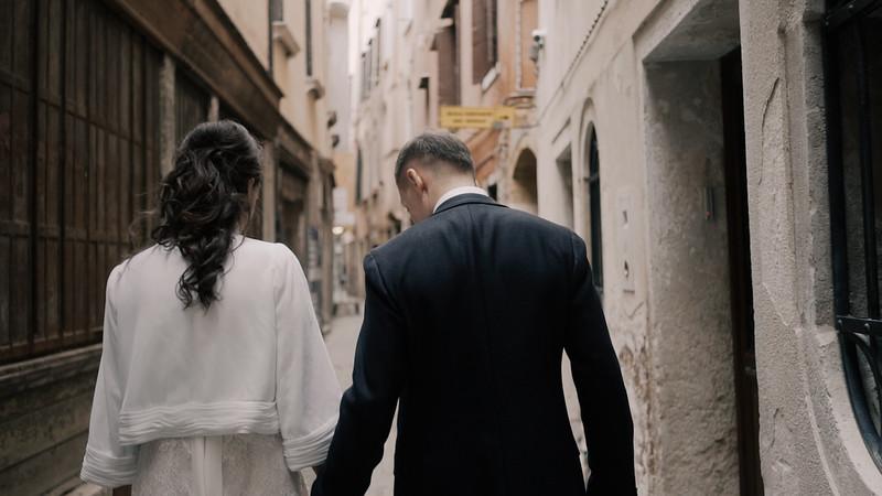 Tu-Nguyen-Destination-Wedding-Photographer-Elopement-Venice-Italy-Europe-w40a7.jpg