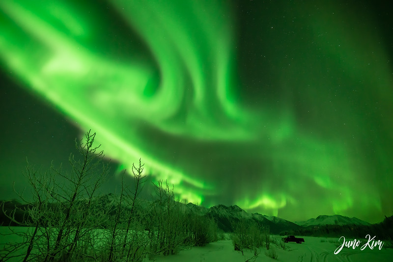 Nov20_Knik River Aurora__6105188-Edit-Juno Kim.jpg