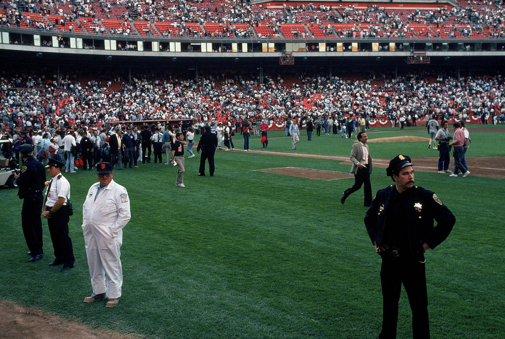 . General view of the crowds in Candlestick Park after an earthquake rocks game three of the World Series between the Oakland A\'s and San Francisco Giants at Candlestick Park on October 17, 1989 in San Francisco, California.   (Photo by Otto Greule Jr /Getty Images)