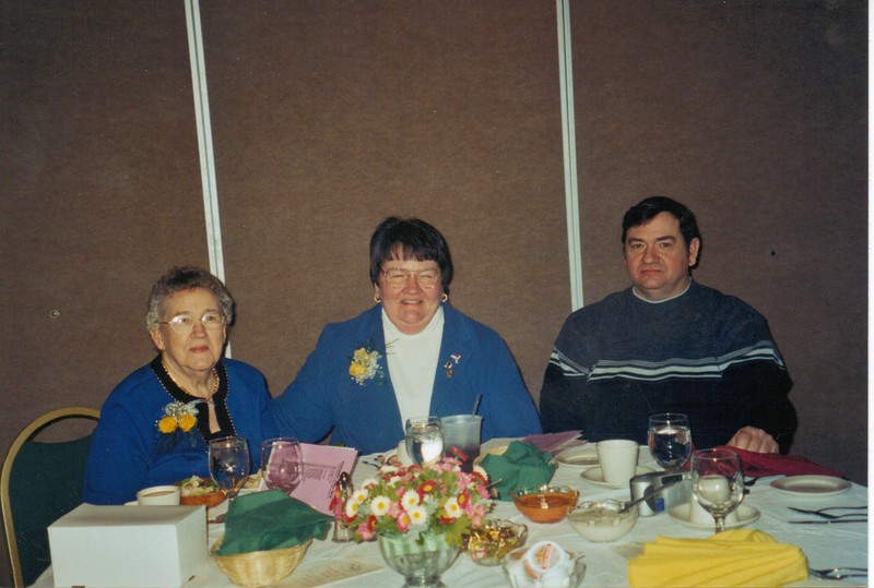 Norma, Diane & Dale Brockway (Jan. 2004).jpg