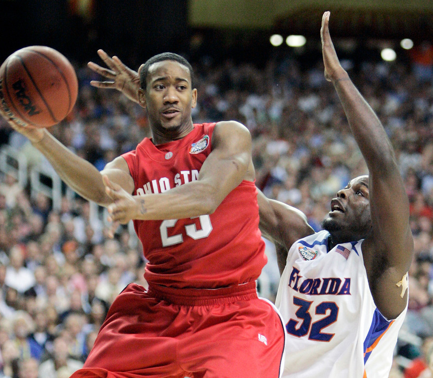 . Ohio State\'s David Lighty (23) looks to pass against the defense of Florida\'s Chris Richard (32) during the first half of their men\'s championship basketball game at the Final Four in the Georgia Dome in Atlanta Monday, April 2, 2007. (AP Photo/Mark Humphrey)