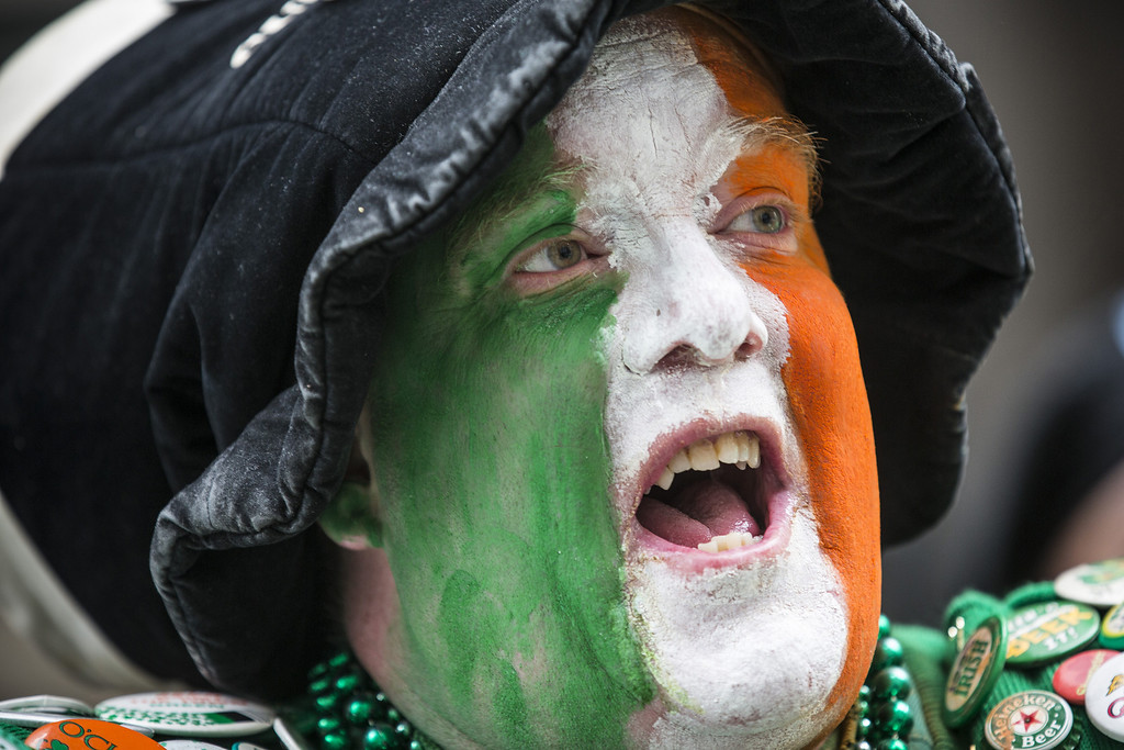 . A reveler watches the annual St. Patrick\'s Day Parade along Fifth Ave in Manhattan on March 17, 2014 in New York City. (Photo by Andrew Burton/Getty Images)