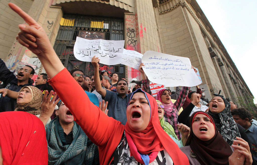 . Anti-Mursi demonstrators and members of the 6th of April activist movement shout slogans in front of the High Court during a rally in Cairo April 6, 2013. The movement calls for a \'Day of Rage\' to protest against the arrest of activists and the stifling of free expression. The movement was one of the key players in the uprising that toppled former President Hosni Mubarak.  REUTERS/Mohamed Abd El Ghany