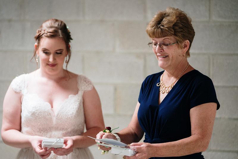 rustic_ohio__fall_barn_wedding-156.jpg