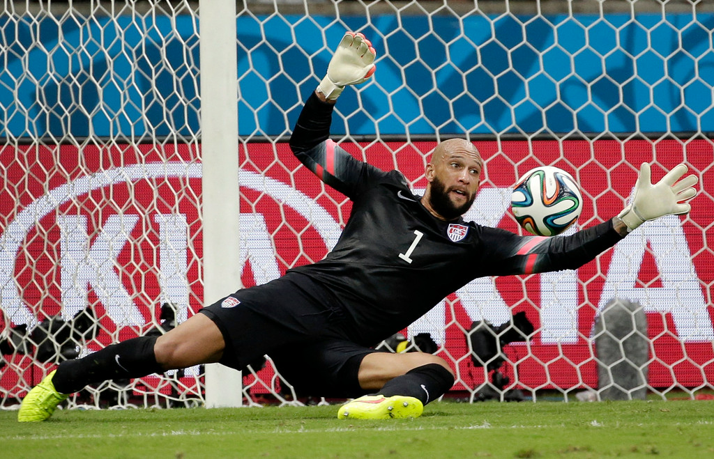 . United States\' goalkeeper Tim Howard saves a shot by Belgium during the World Cup round of 16 soccer match between Belgium and the USA at the Arena Fonte Nova in Salvador, Brazil, Tuesday, July 1, 2014. (AP Photo/Felipe Dana)