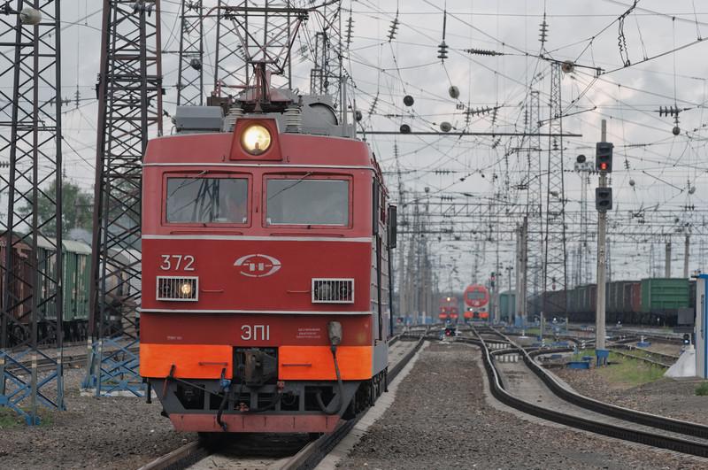 Links kommt unsere neue Lokomotive. Rechts im Hintergrund ist die alte.