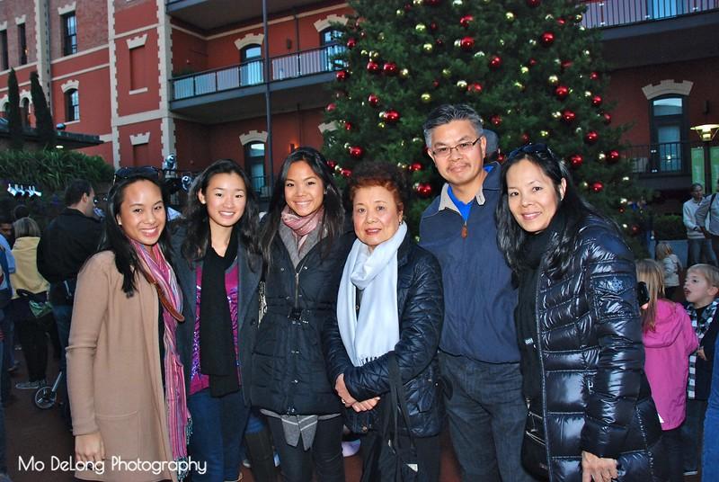 Alexandra Wong, Olivia Louie, Victoria Wong, Teresa Jang and Glenn and Connie Wong.jpg
