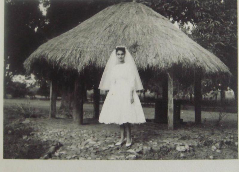 Luaco 8/2/59  Casamento da ISAURA BRITO e BELMIRO PINTO de FREITAS ( casamento em Maludi - foto tirada no Luaco)  (Irmã do Carlos Palma Brito e da Conceição)