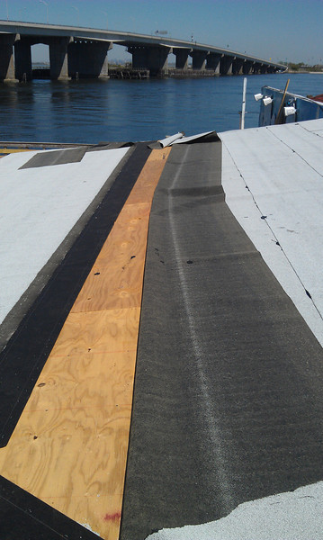 2012-05-12_DeckBarConstruction