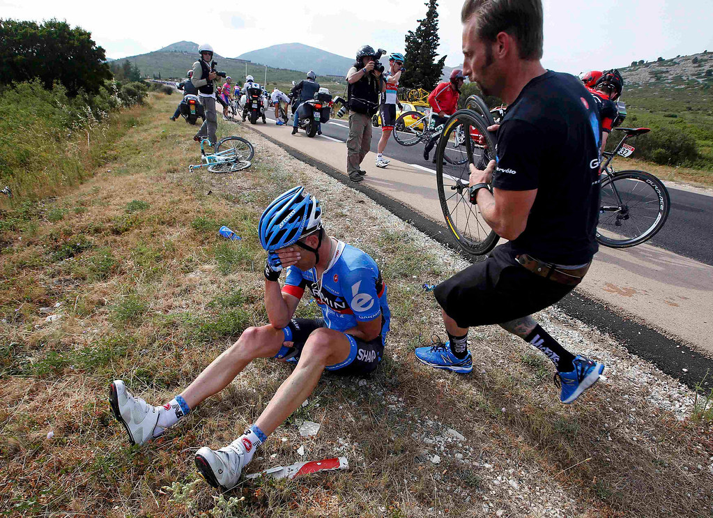 . Garmin-Sharp team rider Christian Vandelde of th U.S. falls during the 228.5 km fifth stage of the centenary Tour de France cycling race from Cagnes-Sur-Mer to Marseille July 3, 2013.    REUTERS/Eric Gaillard