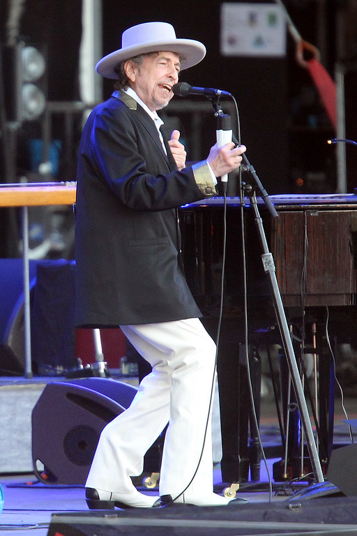 """. US singer songwriter Bob Dylan performs on stage at \""""Les Vieilles Charrues\"""" Festival in Carhaix, western France, Sunday, July 22, 2012. (AP Photo/David Vincent)"""