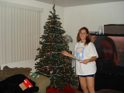 Putting up the Xmas tree - 2006