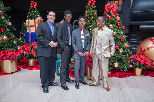 2016 IAAG Holiday Photo Shoot