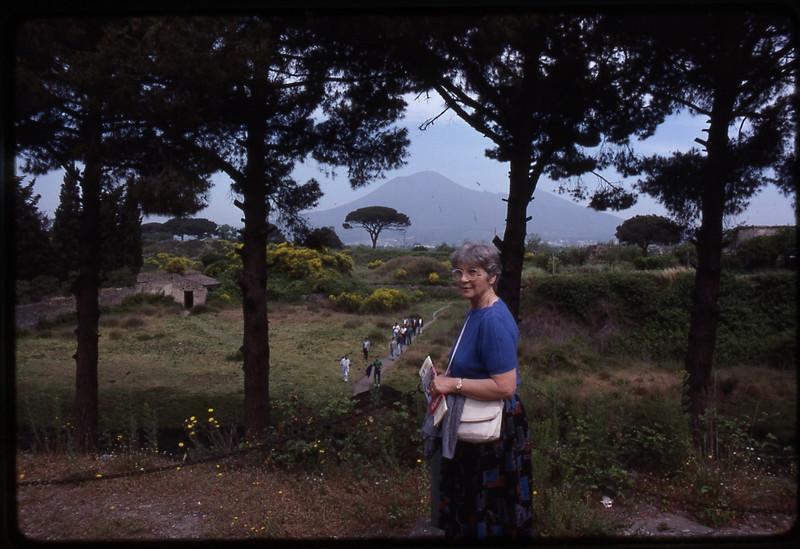 Mom's 90th BD pics 087.jpg