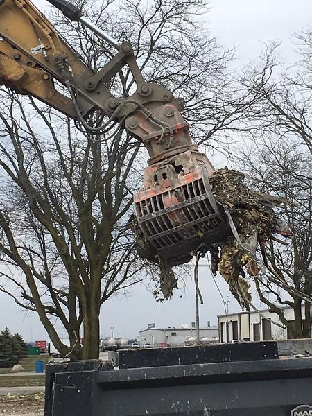 NPK DG20 demolition grab on Cat 320 - Randy Jones Trucking - Lima, OH - Apr 2018 (21).JPG