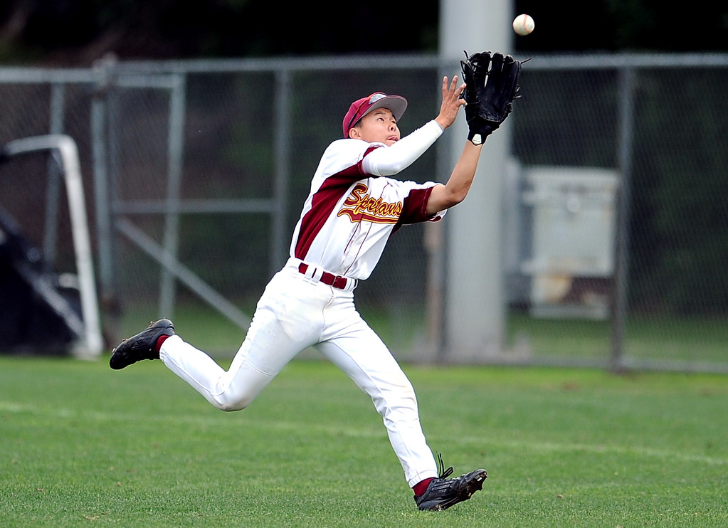 . La Canada\'s Cole Herzer catches a fly ball by San Marino\'s Matt Wofford (not pictured) in the seventh inning of a prep baseball game at La Canada High School on Wednesday, March 8, 2013 in La Canada, Calif. La Canada won 3-2.  (Keith Birmingham Pasadena Star-News)