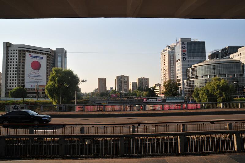 Вид со станции метро Левобережная. В 6 класе я перешел в Английскую школу и пару лет ездил в неё на метро. Вот на это я смотрел 2 раза в день.