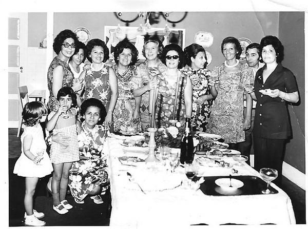 Sra do Alberto Alberto, Luisa Costa, Justina ( Ferraz) Pedro, Esperanca Josefa, ?,?,?,?,?,?,sra do Ze' Gameiro