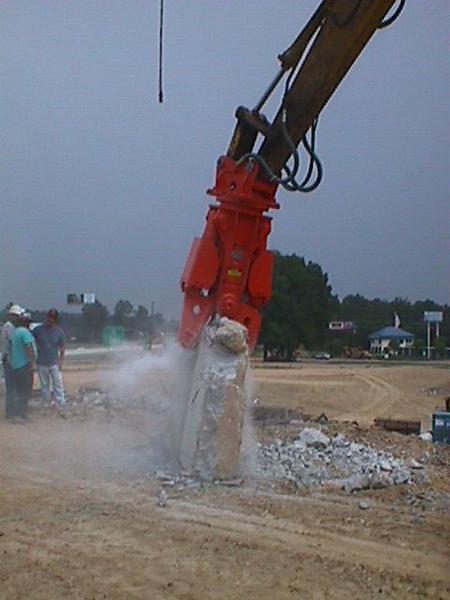 NPK M20G concrete pulverizer on Kobelco excavator-concrete crushing (22).JPG