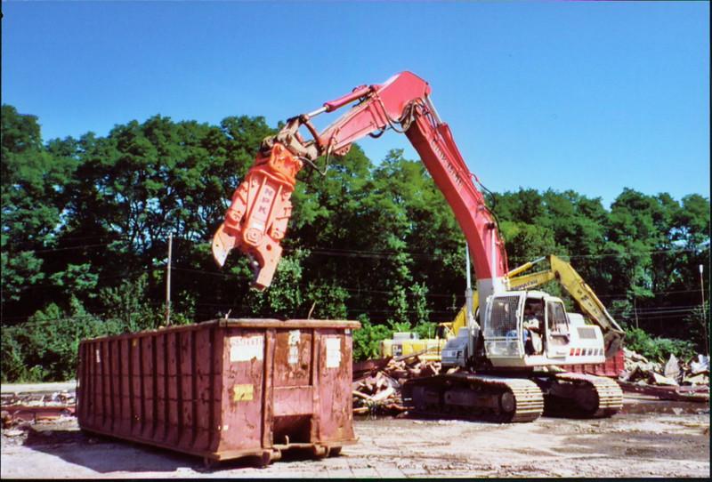 NPK M38K demolition shear on Link-Belt excavator-scrap metal recycling (1).JPG