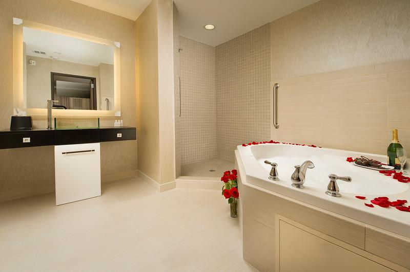 39-Prz Suite Bath-CY Grapevine.jpg