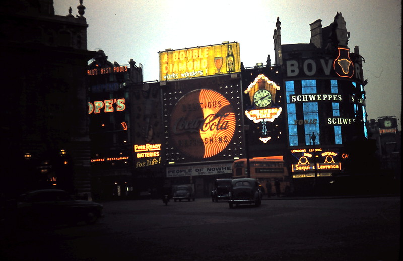 1959-11-15 (23) Picadilly Circus, London.JPG