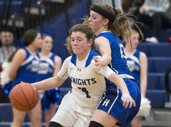 Southington girls basketball defeated Hall in a home contest on Tuesday night. Livy Pizzitola (4). Wesley Bunnell | Staff