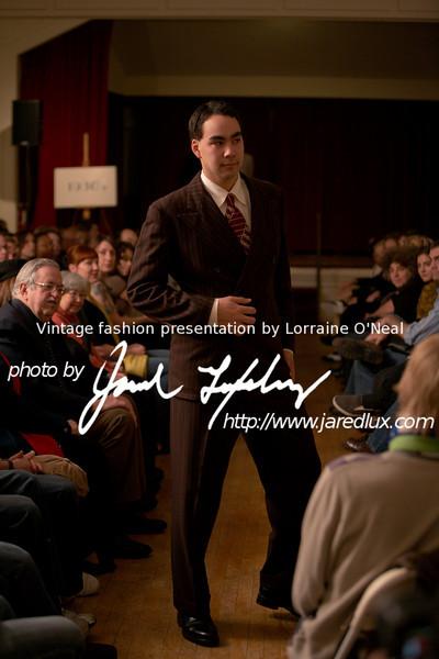 vintage_fashion_show_09_f1688520.jpg