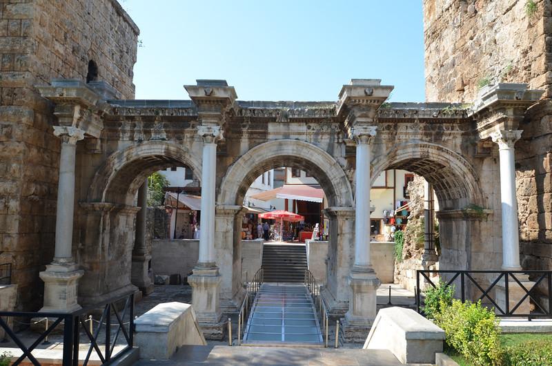 DSC_1419-hadrians-gate.JPG