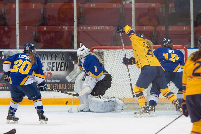 20130310 QWHockeyvsUBC 183.jpg