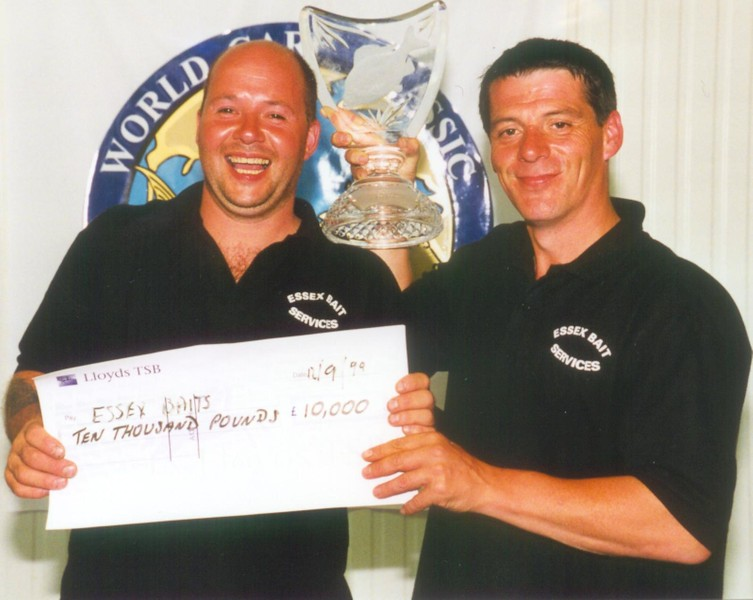 WCC99-Pic 38 - Winners trophy&Cheque