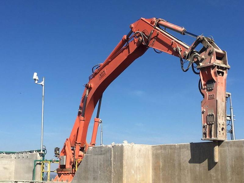 NPK B9500HD pedestal boom system with GH12 hydraulic hammer (3).jpg