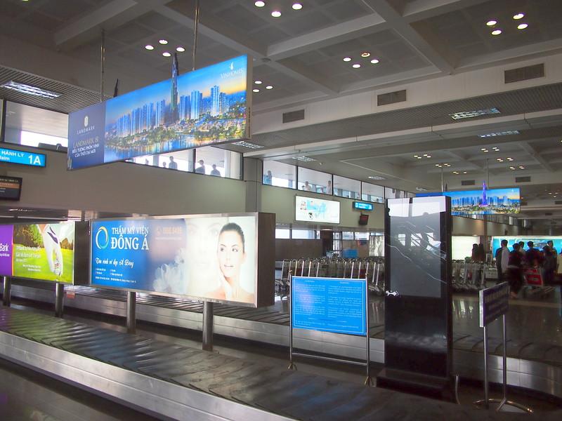 P1101088-baggage-reclaim.JPG