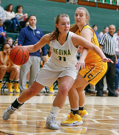 Rout of Copley gives Medina 19 wins for the first time since 1994