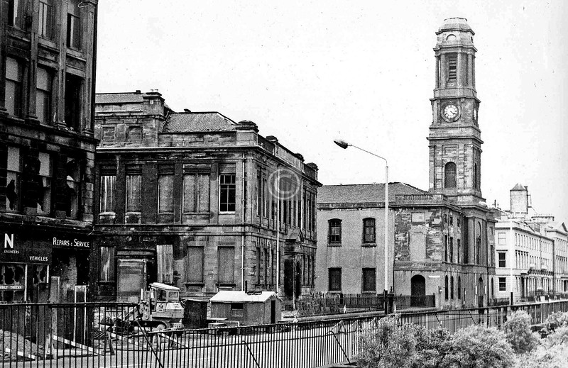 Carlton Place  with Gorbals School and Gorbals Parish Church (David Hamilton, 1810). The church tower once carried a slender elegant steeple 174 feet high, but it was lost to a lightning strike some time in the 19th century.  Demolition of the tenement and school was imminent.    September 1973