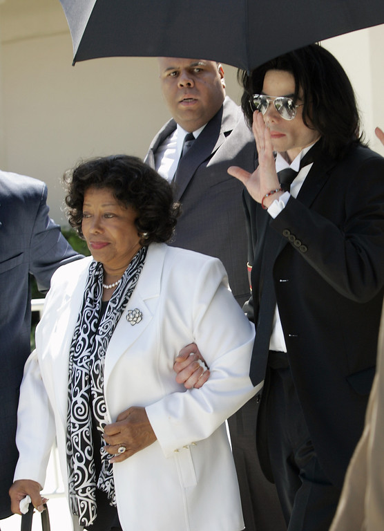 . Michael Jackson and his mother, Katherine, leave Santa Barbara County Superior Court in Santa Maria, Calif., Monday, June 13, 2005, after he was acquitted in his child molestation case.  (AP Photo/John G. Mabanglo,pool)